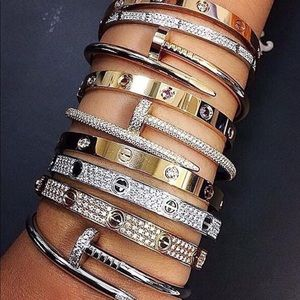 Spring Trends Basics | Luxury Jewel Nail Bracelet